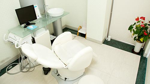 個室ルームでサロンのように、リラックスして治療を受けて頂けます